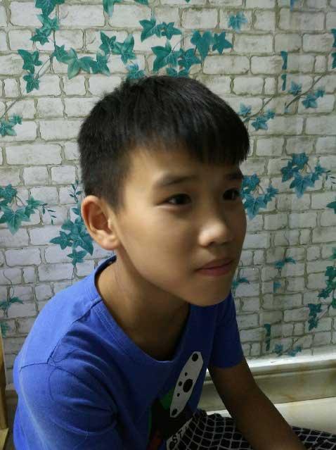 我是一个可爱的小男孩!